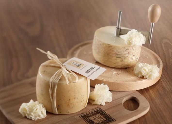 Ue approva l'uso della polvere di latte. Addio a 35 formaggi tipici del Made in Tuscany.