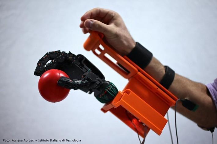 La mano robotica made in Tuscany trionfa in Corea del Sud