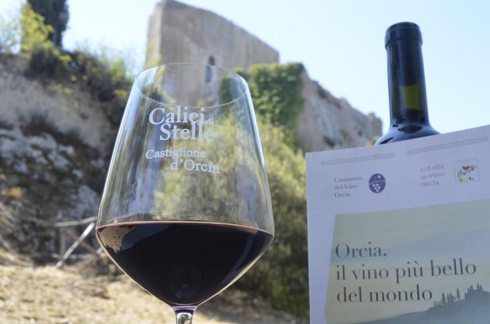 Calici di Stelle a Castiglione d'Orcia dove le forme dell'arte si uniscono al vino Orcia