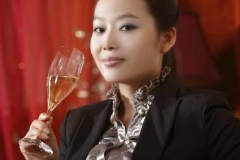 Tassa sul vino: la Cina getta acqua sul fuoco (se ne parla, eventualmente, tra otto mesi)