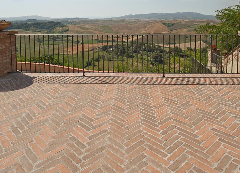 Solava produzione di laterizi in tipico cotto toscano - Pavimento rustico exterior ...