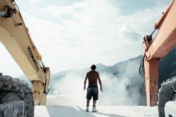 """""""ll Capo"""" le cave di marmo nel documentario di Yuri Ancarani"""