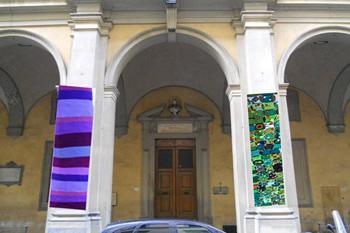 """""""Le maglie sulla città"""" progetto di Urban Knitting a Firenze"""